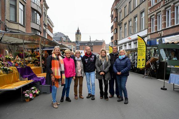 """Voor de marktkramers in Dendermonde zijn de plannen om de marktdag op 11 november af te schaffen hét gespreksonderwerp van de dag. """"We zijn hier niet mee gediend"""", klinkt het."""