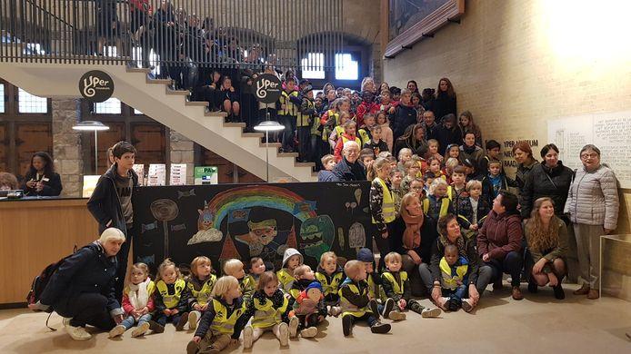 De schoolkinderen die aan het project meewerkten.