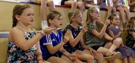 Jente (10) hoort eindelijk niet meer alleen zichzelf zingen
