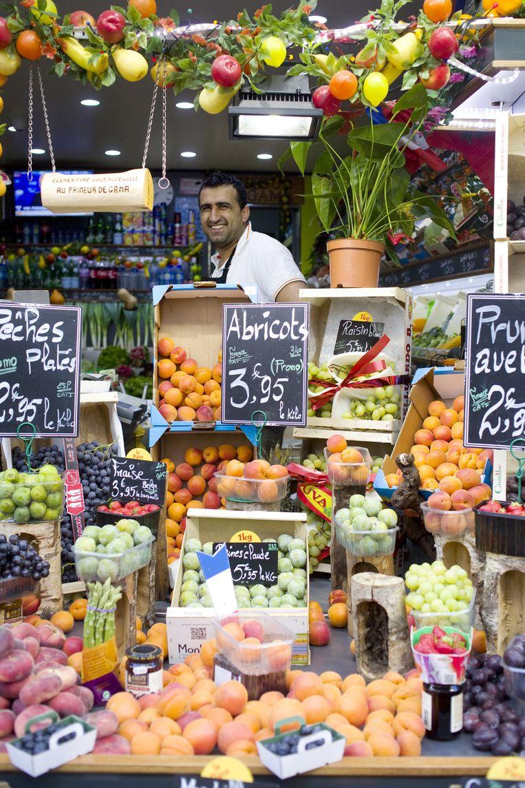 Fruitwinkel in de buurt van metro Pernety. Beeld Io Cooman