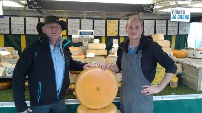 Kaasboer Nico Stolwijk stopt na bijna vijftig jaar op de weekmarkt in Heusden. Zijn zoon neemt de zaak over.