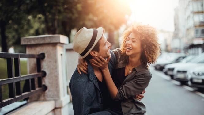 Lichaamstaal liegt nooit: zo weet je of iemand je leuk vindt