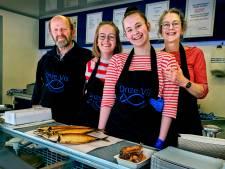 Dochters van Klaas nemen zijn visbedrijf over en willen uitbreiden: 'Een tweede wagen is wel de droom'