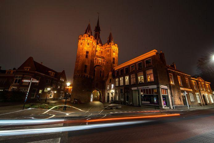 De Sassenpoort in Zwolle verlicht.