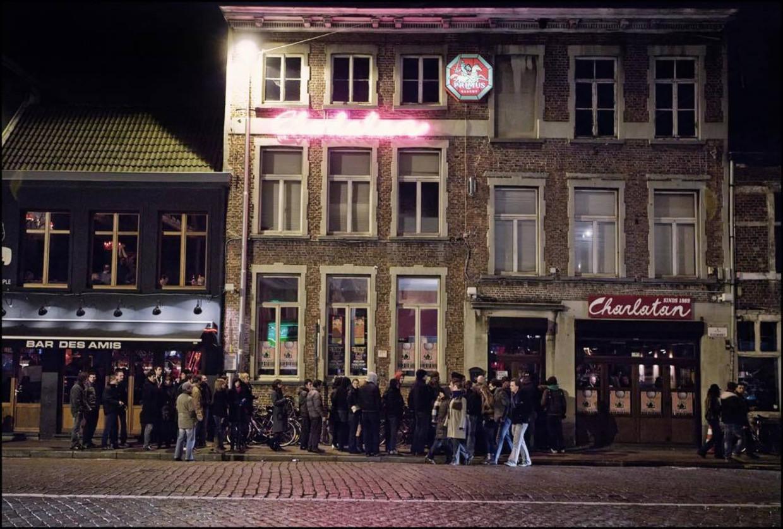 De Charlatan, nightlife-baken op de Gentse Vlasmarkt. Beeld Charlatan