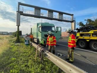 Vrachtwagen met klapband op E313 richting Antwerpen: rechterrijstrook tijdlang gesloten