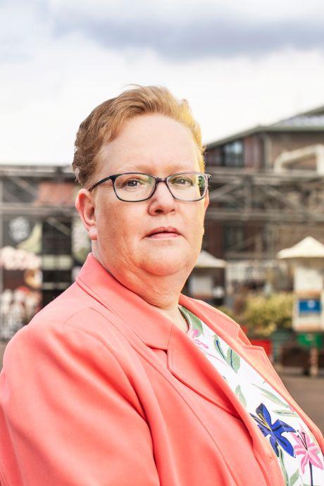 Angélique (50) werd mishandeld en misbruikt: 'Iedereen vond me vast een slecht kind'