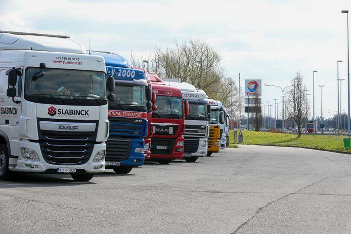 De snelwegparking in Jabbeke, van waaruit trucks richting Zeebrugge of Calais kunnen rijden.