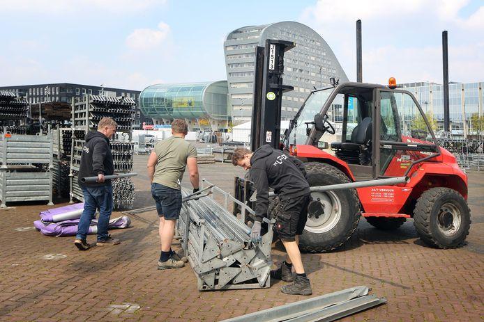 Op het Chasséveld in Breda werd gisteren alles wat al klaar was voor 538 Oranjedag weer afgebroken