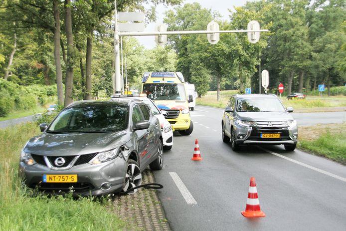 Een man raakte zaterdagmiddag gewond bij een aanrijding op de kruising N350/N347 bij Rijssen.