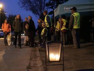 Lichtjeswandeling Ferm Ruiter brengt honderden deelnemers op de been