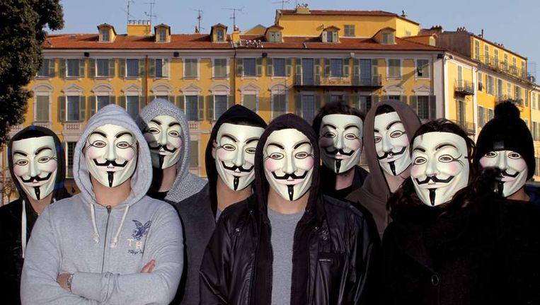 Demonstranten dragen maskers van hackersgroep Anonymous tijdens een protest in Zuid-Frankrijk Beeld afp