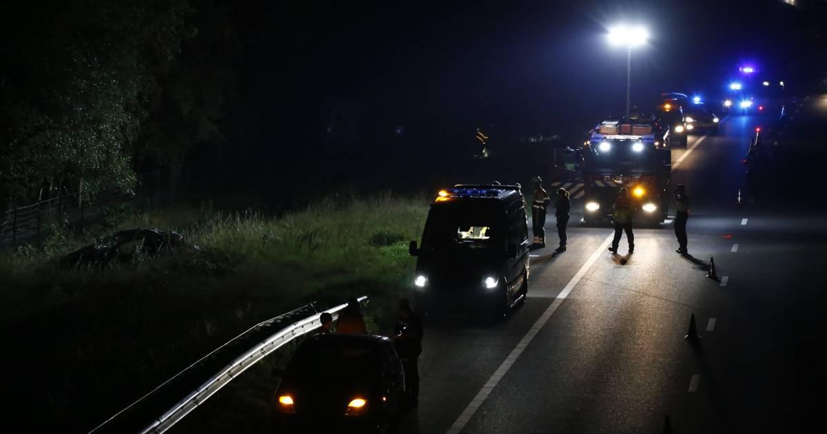 Opnieuw ongeval op A73: één auto over de kop de greppel in bij Boxmeer.