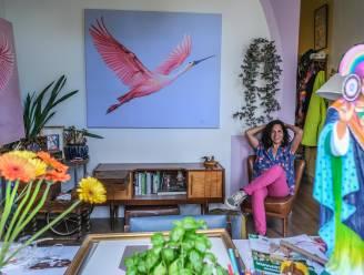 """Kunstenares Mónica (41), bewoonster van kleurrijkste rijhuisje van Kortrijk, veilt schilderij tegen borstkanker: """"Ik geniet na twee tromboses nog meer van de kleine dingen"""""""