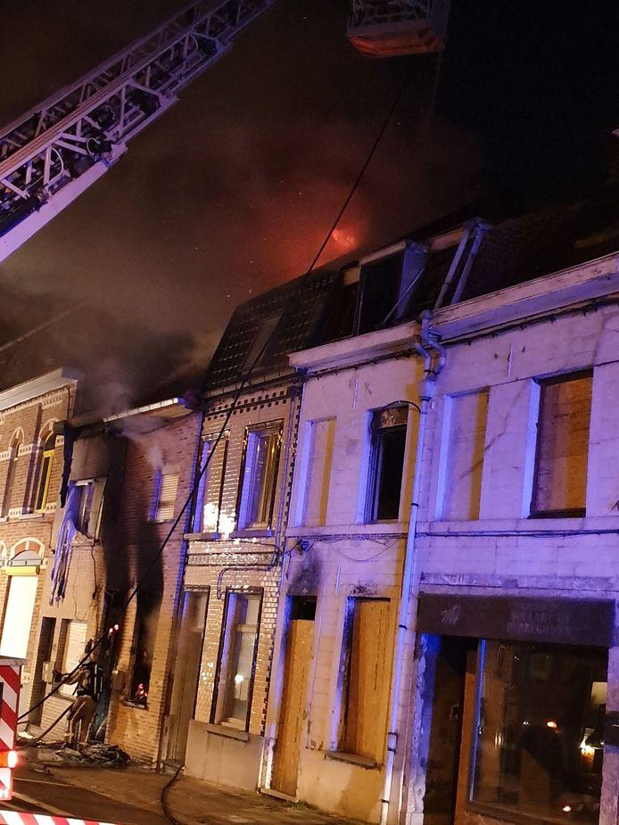Twee woningen gingen volledig in de vlammen op.