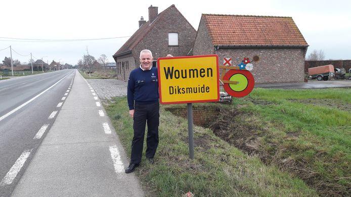 Wijkagent Johan Allaert neemt na een bijzondere carrière afscheid van Woumen.