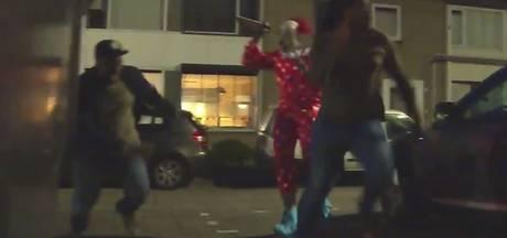 Braboneger verkleed als horrorclown jaagt vrienden stuipen op het lijf: 'Doe eens normaal man, klootzak'