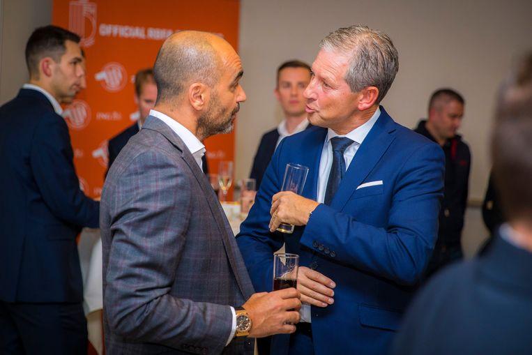 Frank De Bleeckere in gesprek met bondscoach Roberto Martínez.