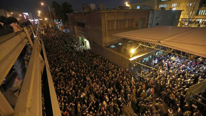 Protest in Iran na bekentenis over crash Oekraïense Boeing, Britse ambassadeur ontkent dat hij deelnam