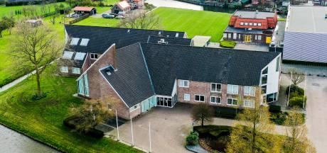Transformatie oude gemeentehuis Numansdorp moet overlast in wijk verminderen: 'Meer sociale controle'