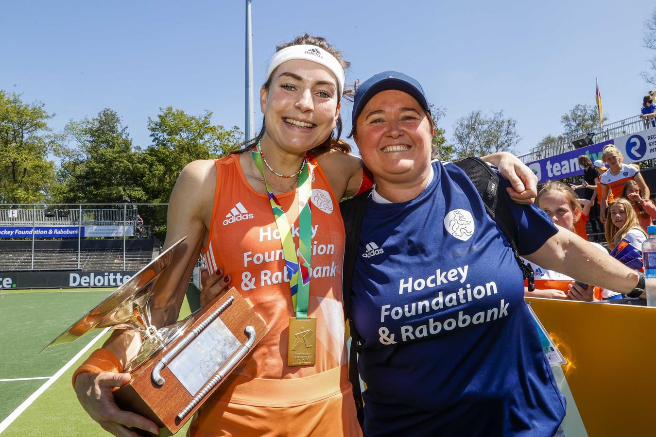 Eva de Goede (l) en coach Alyson Annan.
