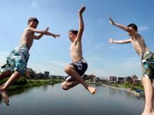 Gemeente raadt zwemmen in natuurplas Woerden af om blauwalg