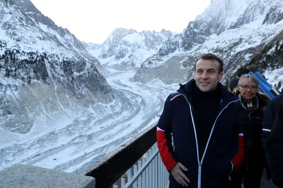 De president, in tricolore jas, trok gisteren zelf naar de gletsjer die hij heeft uitgeroepen tot beschermd natuurgebied.
