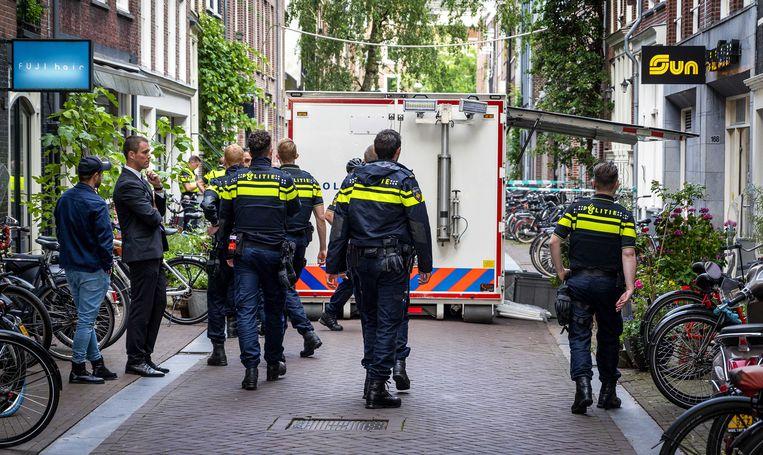 Onderzoek in de Lange Leidsedwarsstraat na de aanslag op Peter R. de Vries. Beeld ANP
