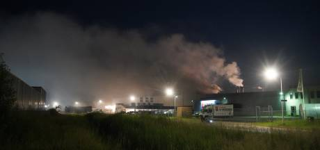 Brand bij eierverwerkingsbedrijf Raalte, geur van 'rotte eieren' trekt over dorp