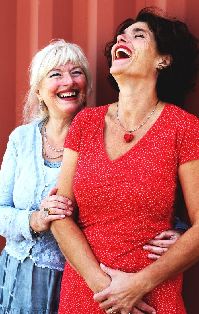 Mayke Smit (rechts): ,,Mijn moeder en ik waren hecht, maar hielden te veel rekening met elkaar.''