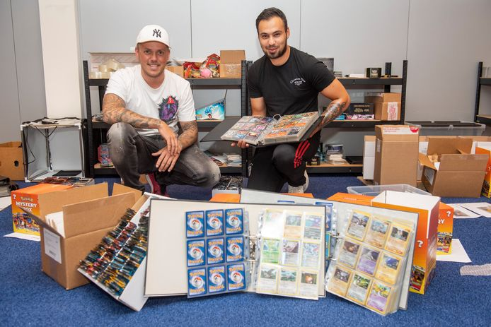 Dave Lindeman en zijn collega Devin Segitmen met een heel klein deel van de collectie.