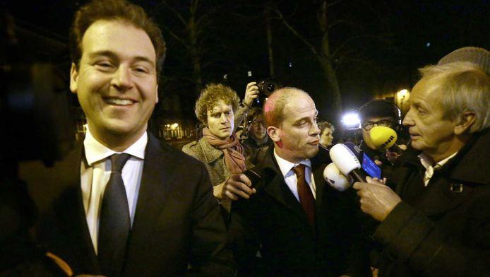 Links vicepremier Lodewijk Asscher, in het midden partijleider Diederik Samsom