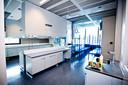 De plek in het lab waar de pcr-tests daadwerkelijk gaan worden uitgevoerd.
