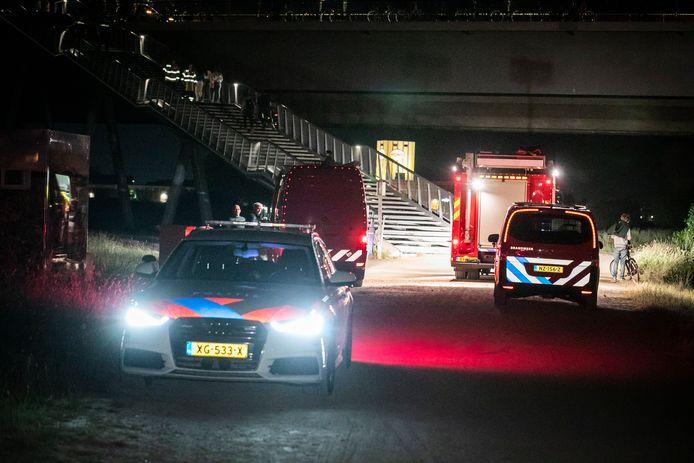 Hulpdiensten rukten in de nacht van dinsdag op woensdag massaal uit toen bezoekers van het Waalstrandje in Nijmegen melding maakte van een drenkeling. Loos alarm, zo bleek.