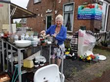 Het is over en uit voor Anita: ze moet haar spulletjes rond haar huis zo snel mogelijk opruimen