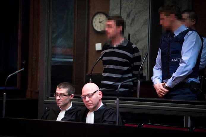 Didier Durin in het hof van assisen, waar hij zich moest verantwoorden voor de moord op Albina Van Vijnckt (inzet).