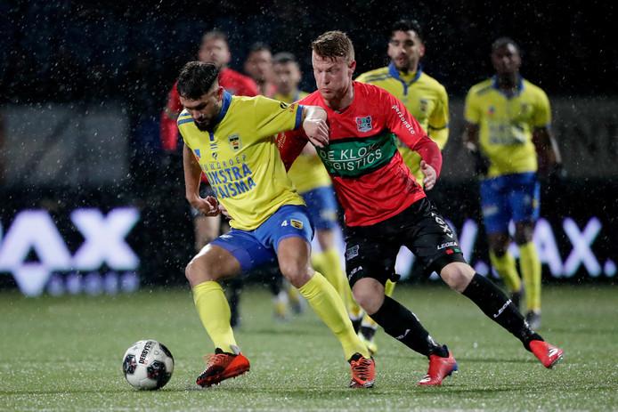 Matthew Steenvoorden van SC Cambuur en Ferdy Druijf van NEC Nijmegen.