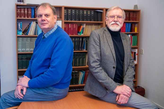 """De broers Wim en Berend Hugo (rechts) stoppen na 40 jaar met de advocatuur. Ze hadden een kantoortje in Zwolle en in Ommen. ,,Bij grote kantoren gaat het vooral om uren schrijven. Zoveel mogelijk."""""""