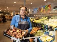 Peter (66) neemt na 47 jaar afscheid van 'zijn' Albert Heijn in Borne: 'Ik ben er nooit klaar mee geweest'