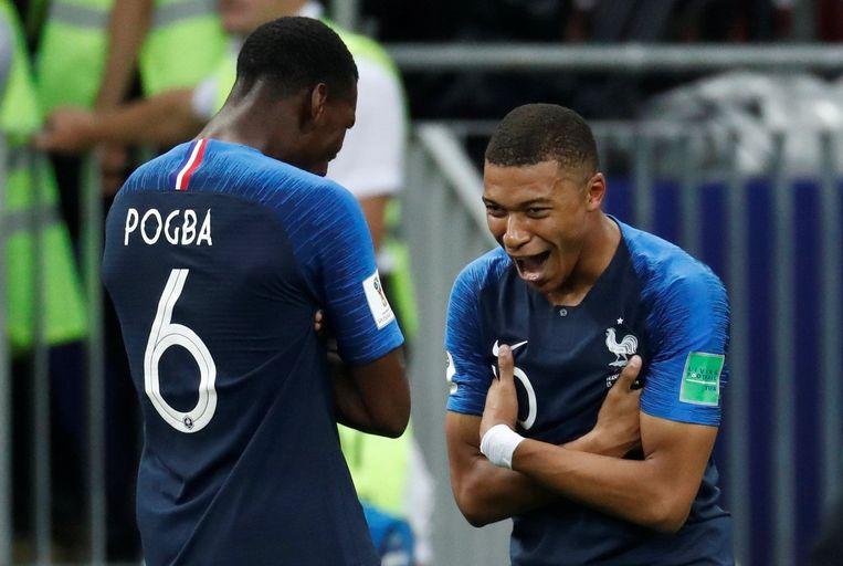 Pogba en Mbappé aan het feest. De eerste scoorde de 3-1, het Franse wonderkind de 4-1. Mbappé schreeft meteen geschiedenis: hij is de eerste tiener die scoort in een WK-finale sinds Pelé in 1958.
