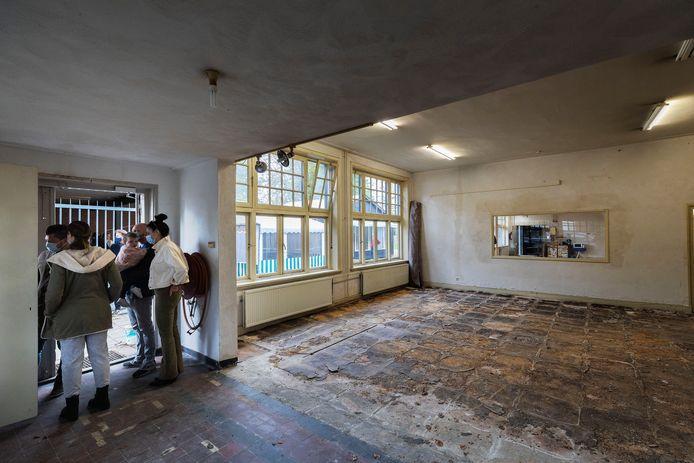 Westerhoven - Kijkdag van de te koop staande voormalige lagere jongensschool Sint-Servatius