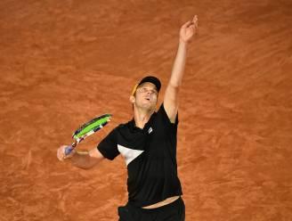 Tenniswereld in de ban van plotse verdwijning: Sam Querrey ontvlucht Rusland met privéjet na positieve coronatest
