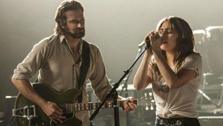 Lady Gaga zingt zich naar een sterrenstatus, Bradley Cooper is op weg naar de goot Beeld