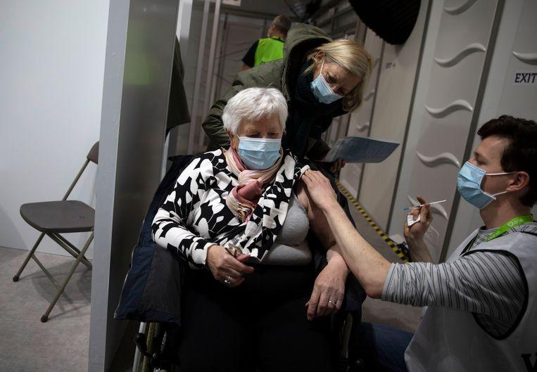 In Nederland geldt op het moment een prikstop met het AstraZeneca-vaccin voor mensen onder de 60.  Beeld AP