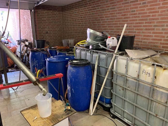De garagedeur van het drugslab.
