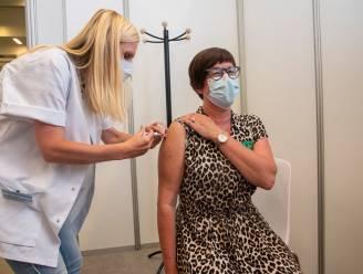 """50.000ste corona-vaccin geprikt in vaccinatiecentrum Wetteren: """"Een mijlpaal"""""""