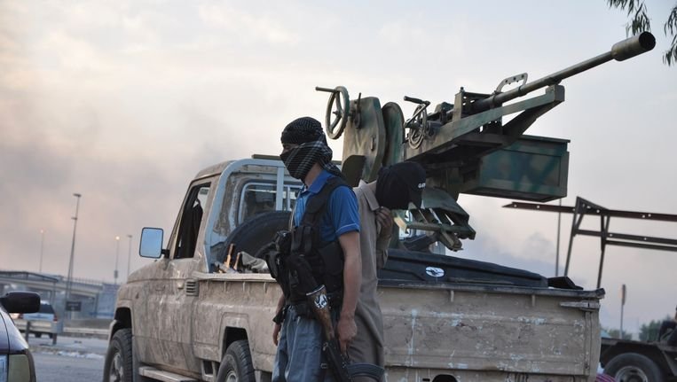 Strijder van ISIS in Mosul. Beeld REUTERS
