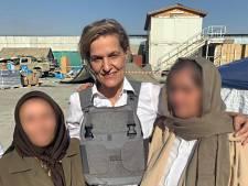 Veel Afghanen gered dankzij 'geheime' Holland-poort: evacués herkenbaar aan oranje sjaals