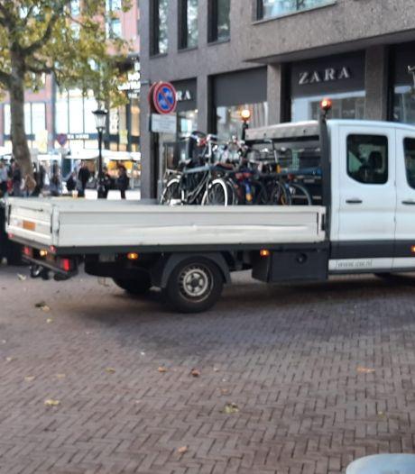 Fietsers opgelet: voor je het weet staat je fout geparkeerde fiets weer op de vrachtwagen