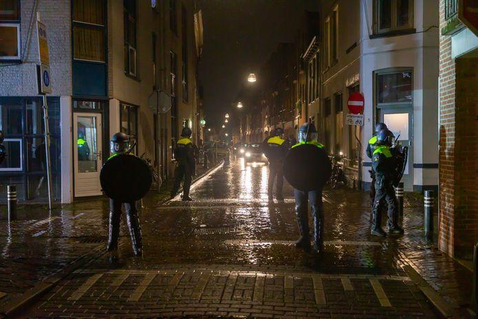 De ME in de binnenstad van Zwolle.